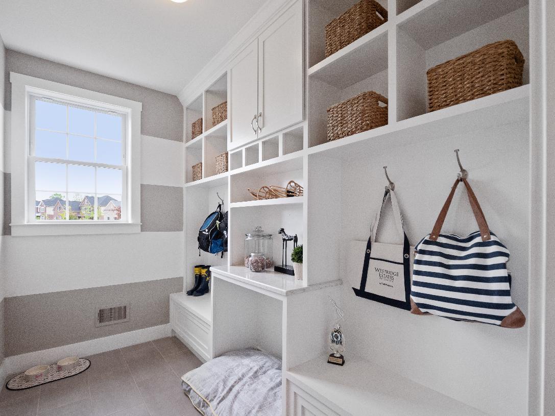 Amazing everyday entry with alternate laundry location option