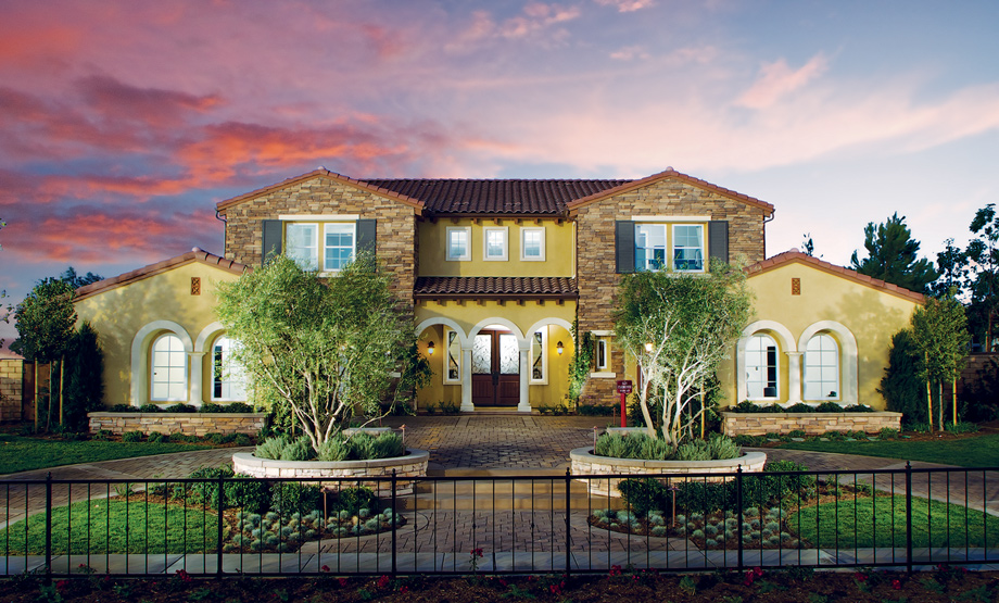Iron Oak's Signature home designs offer up to 6 bedrooms and 6 1/2 baths on expansive home sites.