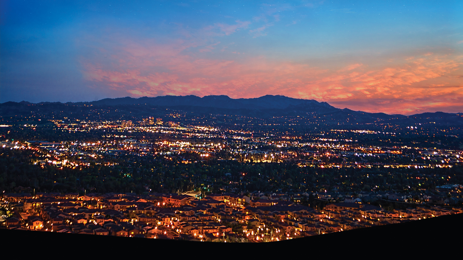 Palisades at Westcliffe is set on a scenic hillside high above Los Angeles overlooking breathtaking city light view