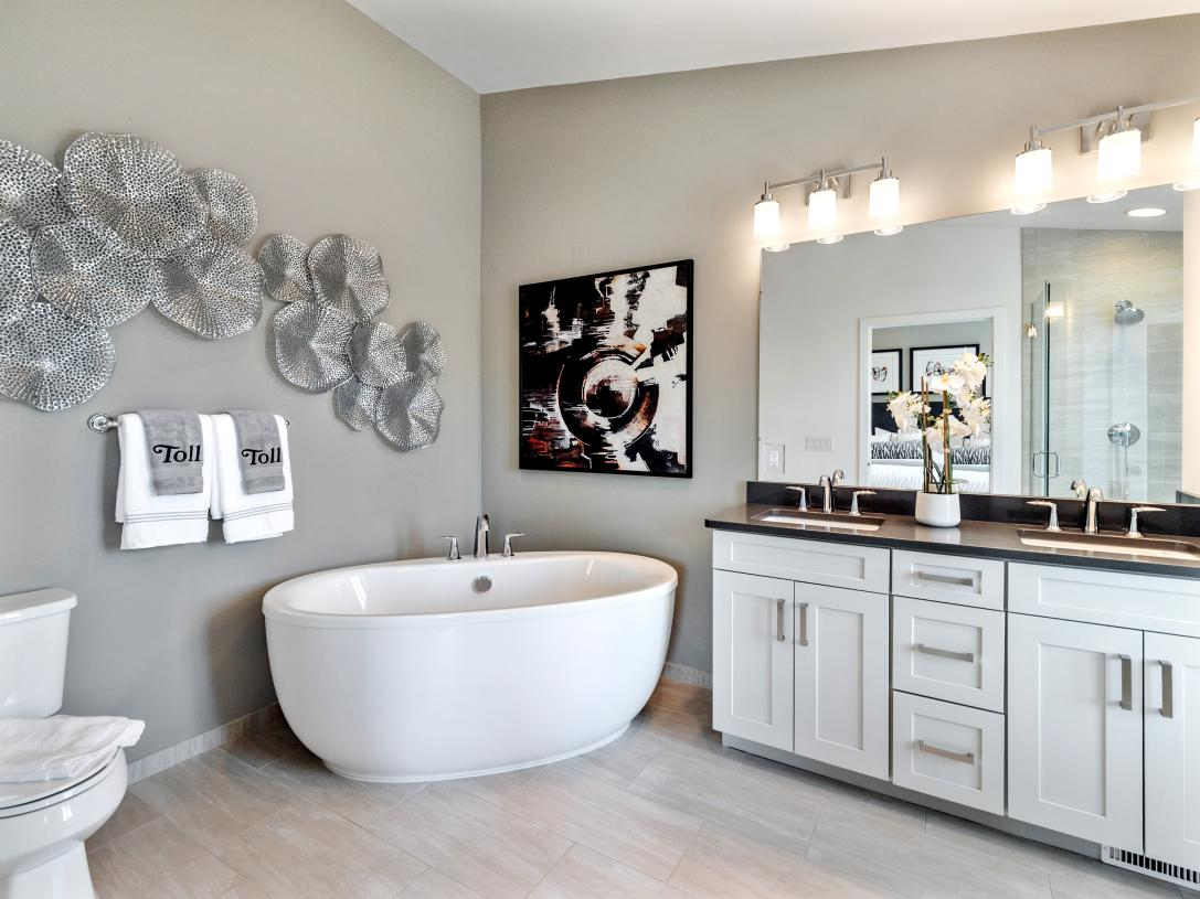 Luxurious primary bath