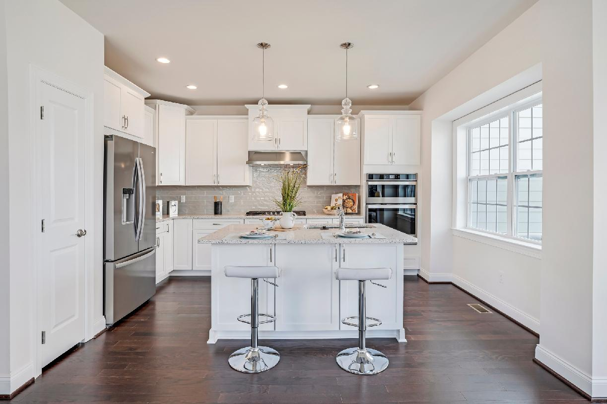 Well-appointed standard kitchen with center island