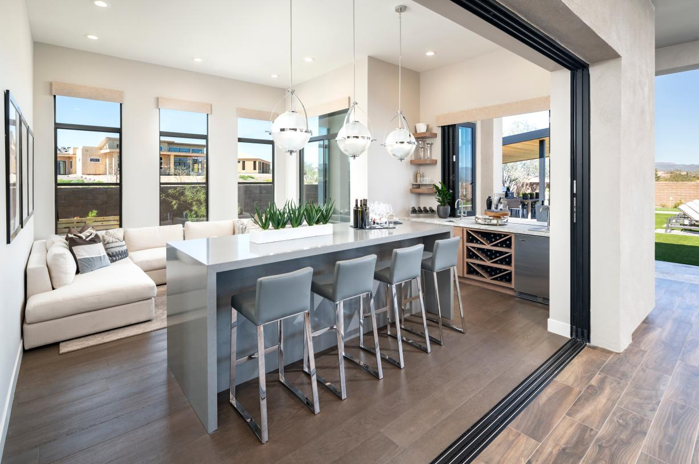 Single-level floor plans with versatile personalization options