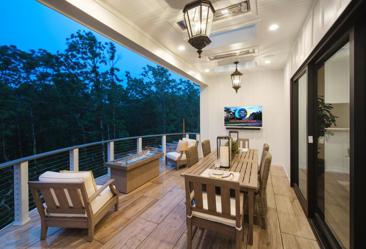 Covered rear deck to enjoy outdoor living
