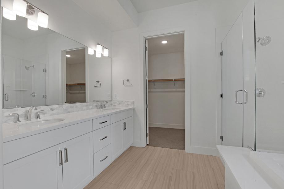 Elegant primary bathroom
