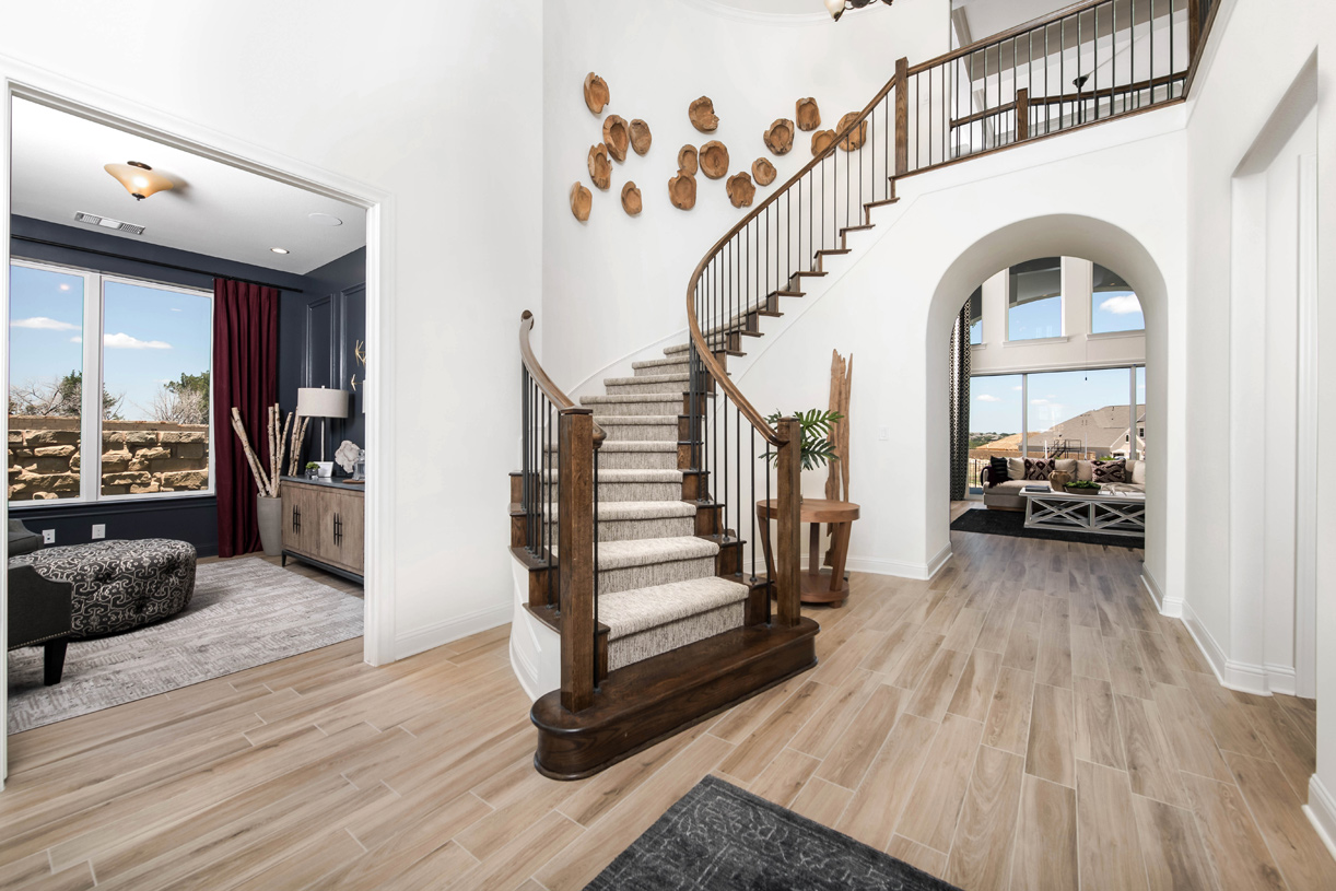 Welcome Longview foyer with curved staircase