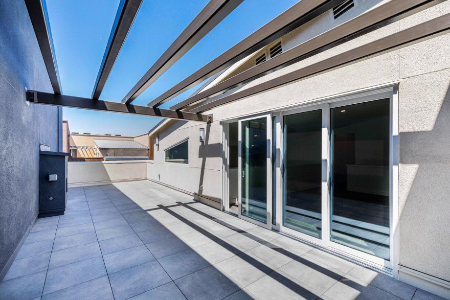 Secluded Roof Terrace with Fireplace Perfect for Entertaining