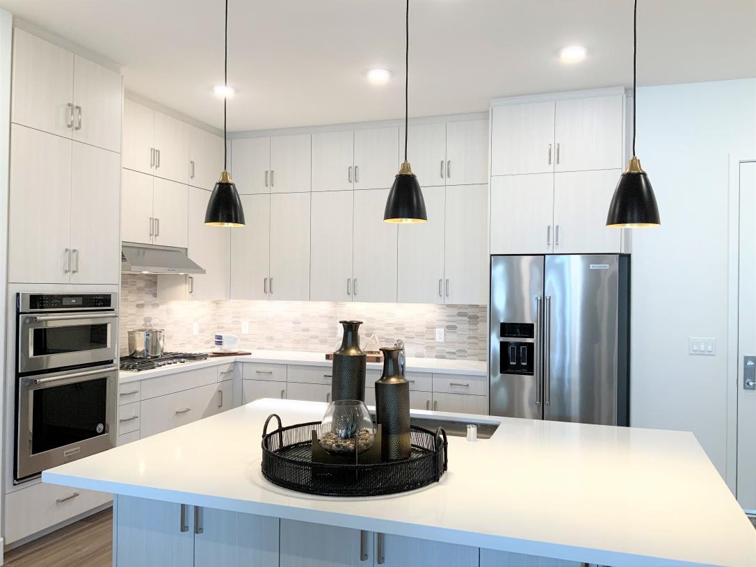 Kitchen with grand island