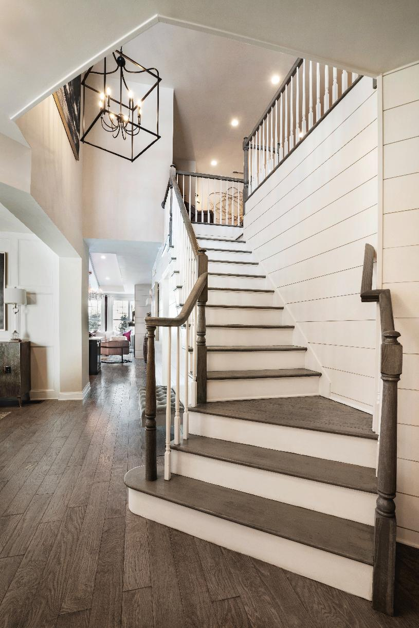 Foyer open to dining room and staircase to the second story