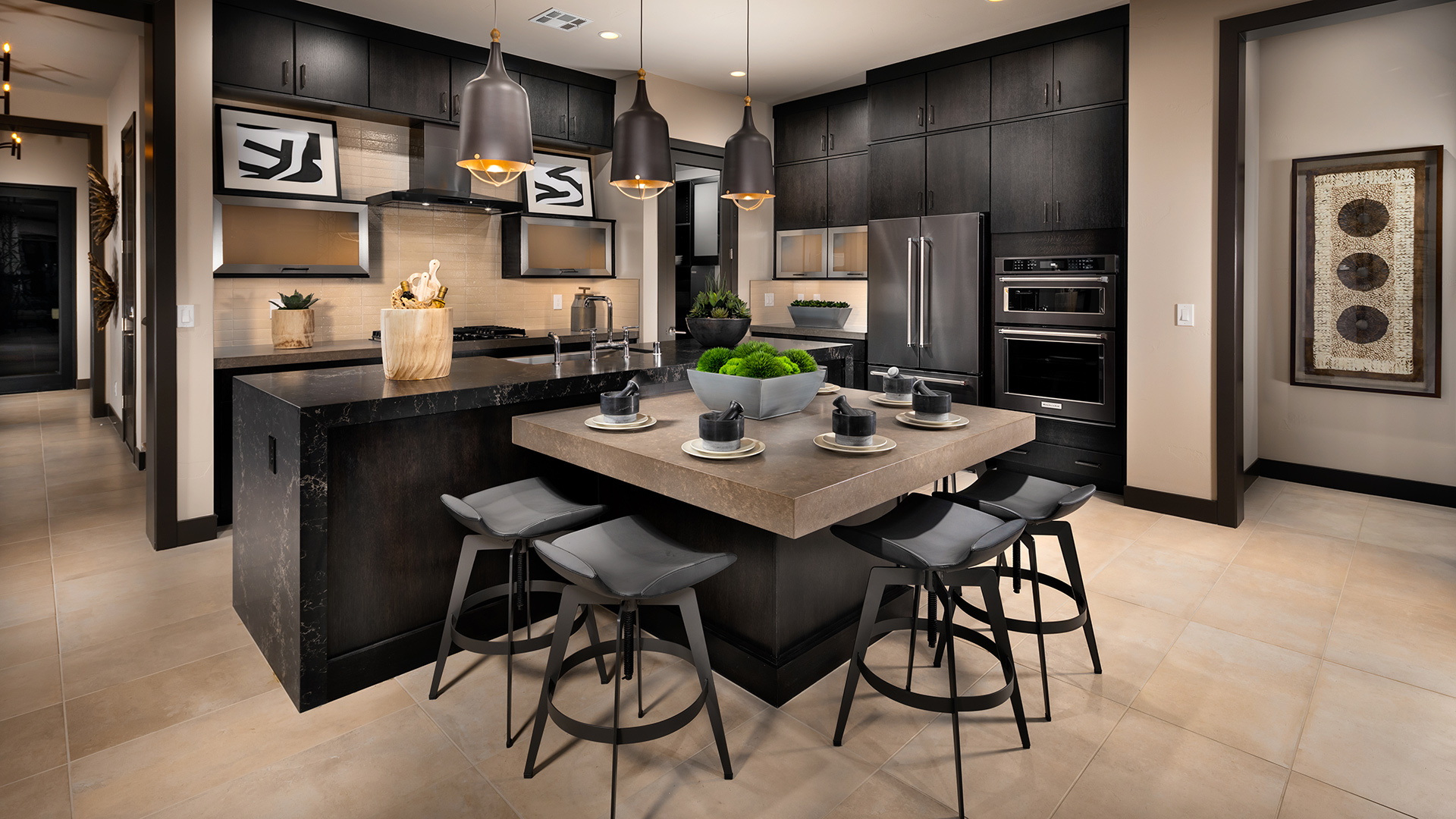 Create a show-stopping kitchen with the help of our designers at the Las Vegas Design Studio