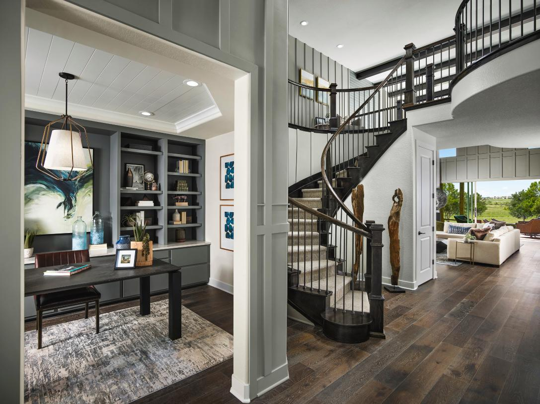 Yuma two-story entry featuring a curved staircase