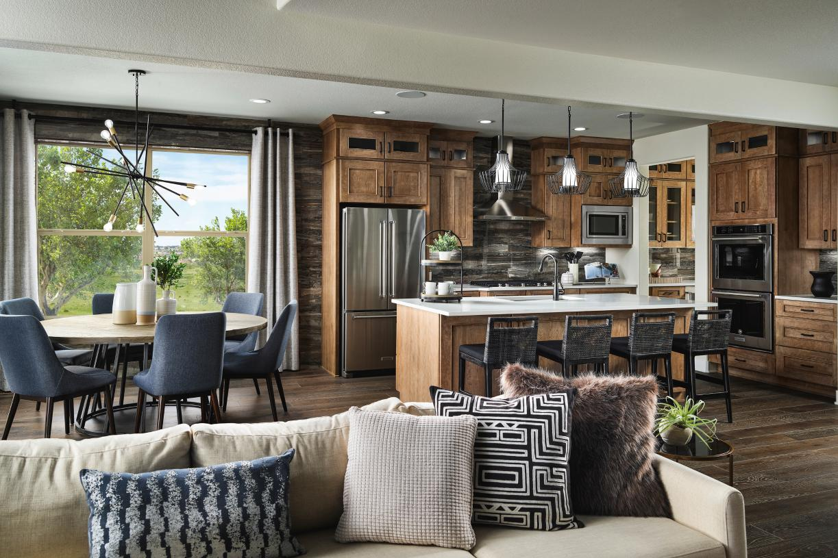 Yuma luxurious kitchen with center island