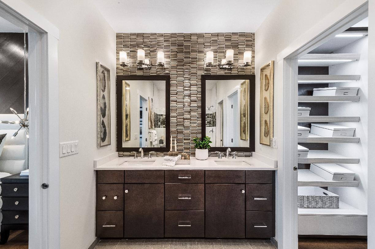 Bathroom suite with dual-vanity sink