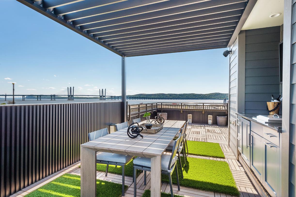Upper level rooftop deck