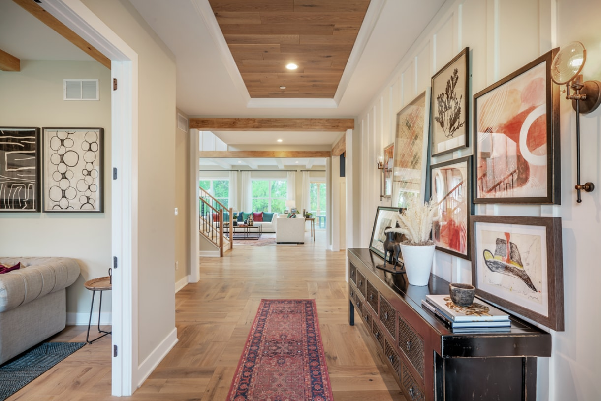 Inviting foyer with tray ceiling