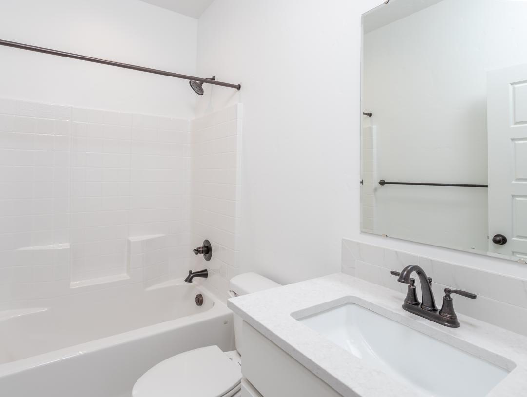 Secondary bathroom with bright finishes