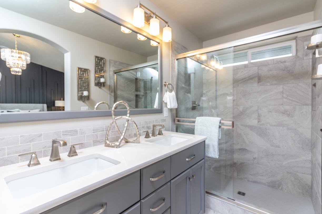 Primary bath with dual sink vanity