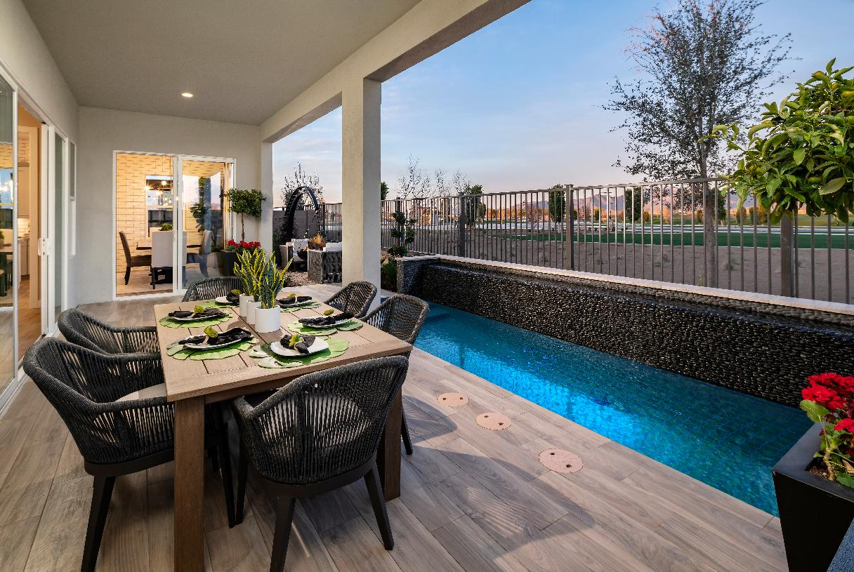 Covered patio with outdoor dining space