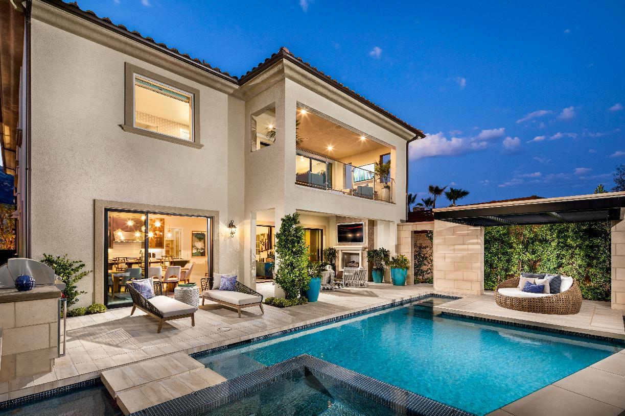 Indoor/outdoor living area
