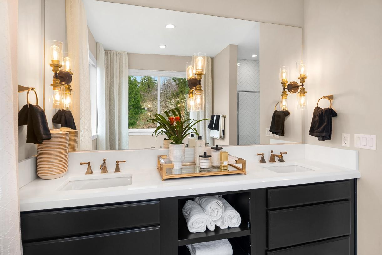 Luxe 5-piece bath with dual-sink vanity