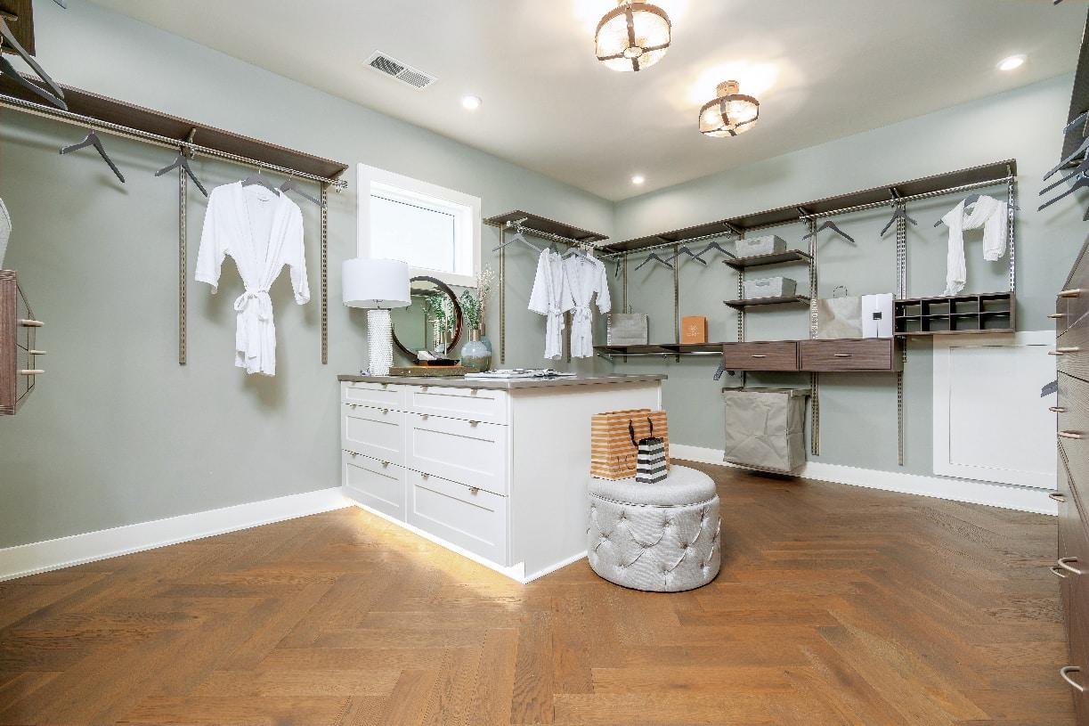 Amazing primary bedroom closets