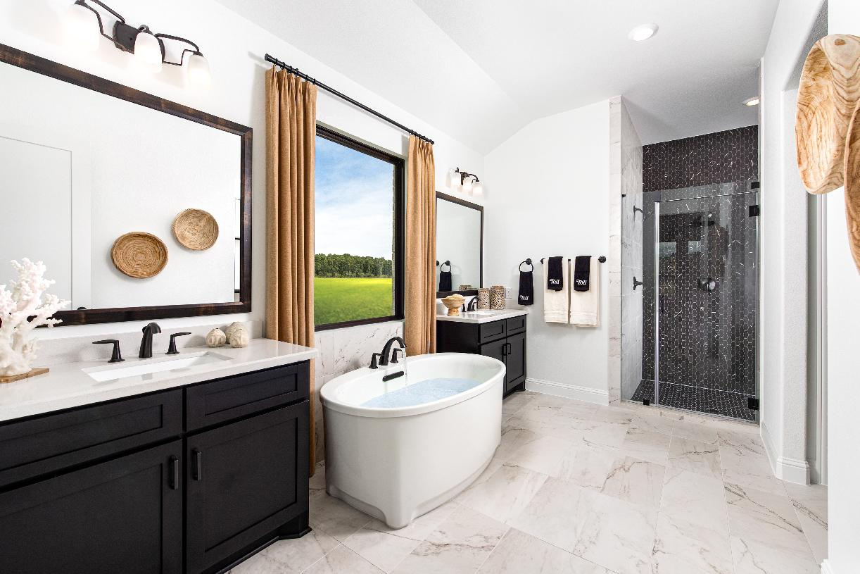 Spa-like primary bathroom, ideal for rest and relaxation