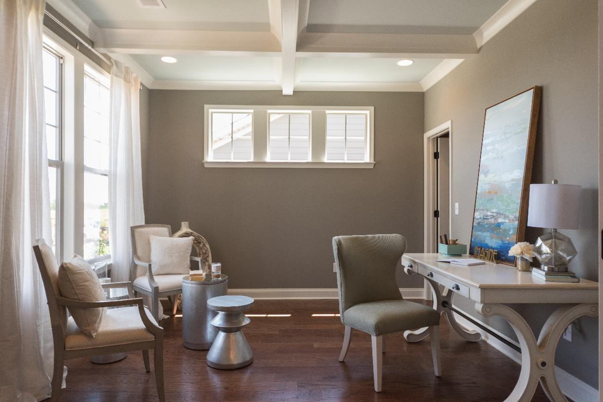 Versatile office to suite your needs