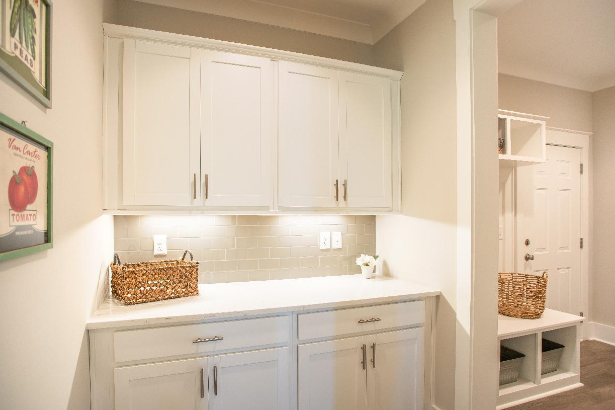Messy kitchens with ample countertop and cabinet space