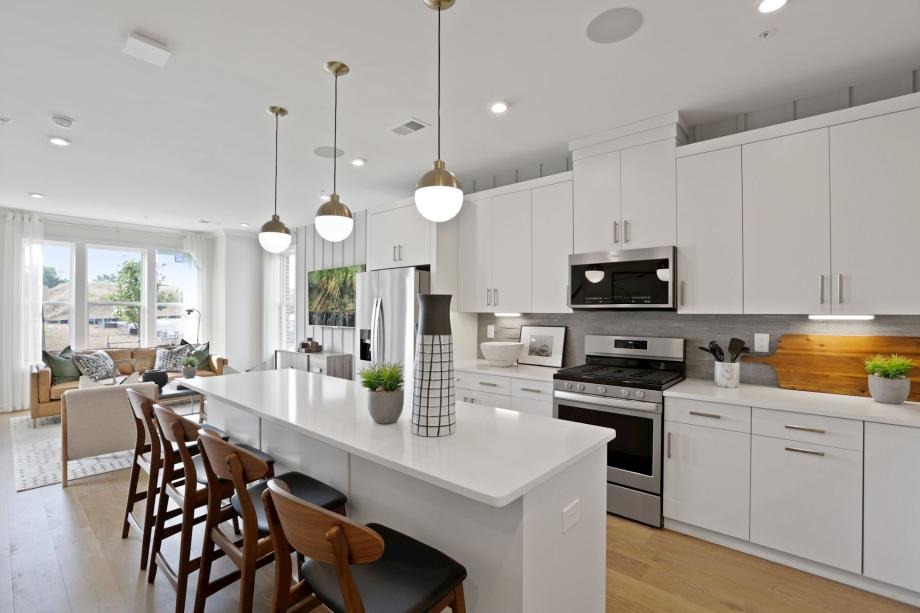 Toll Brothers - Union Park at McLean - The Lofts Photo