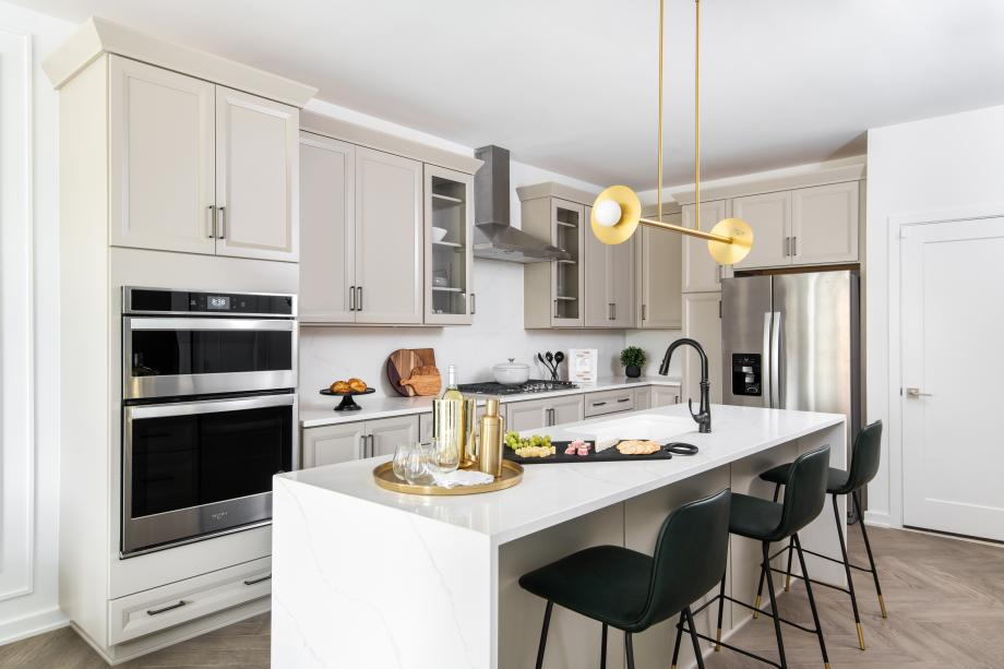 Gorgeous kitchen with large center island