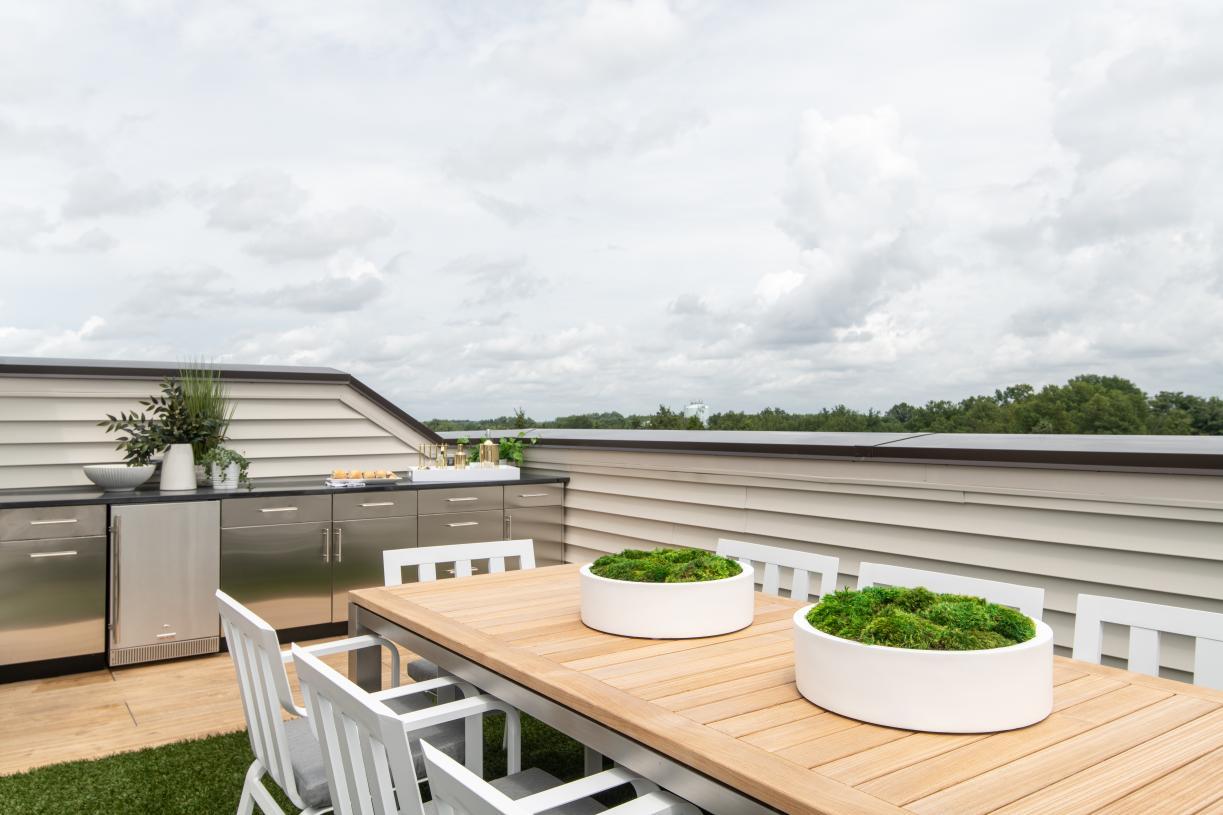 Rooftop terrace - alternate view