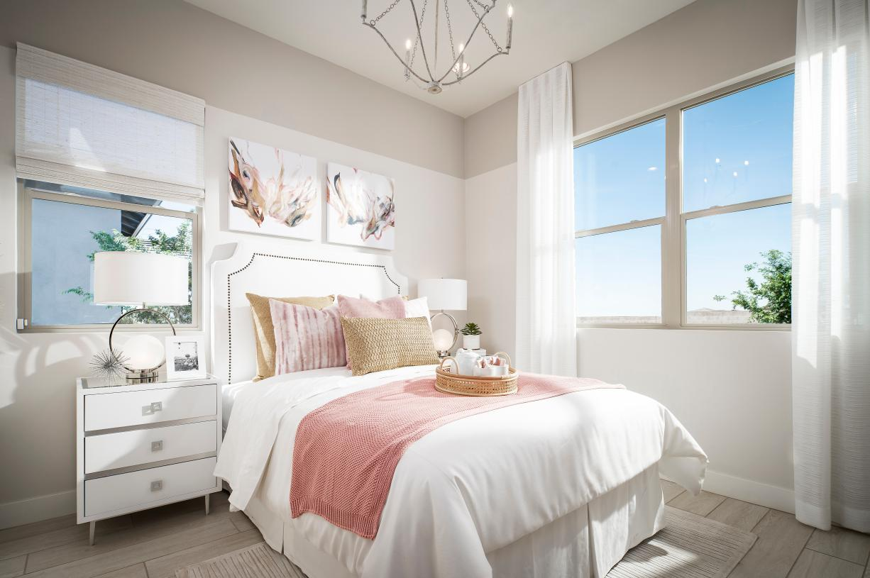 Beautiful secondary bedroom with ample light and storage