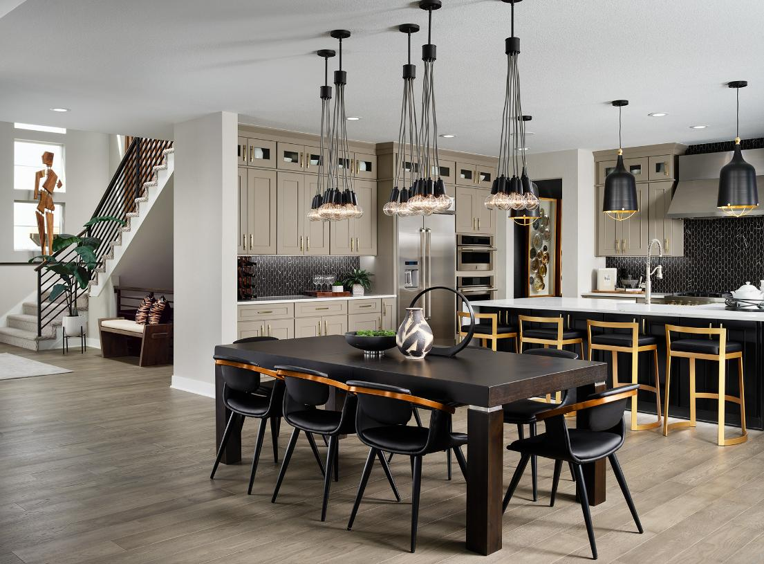 Shavano casual dining and foyer