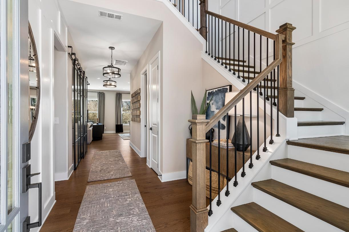 Dramatic two-story entrance foyer