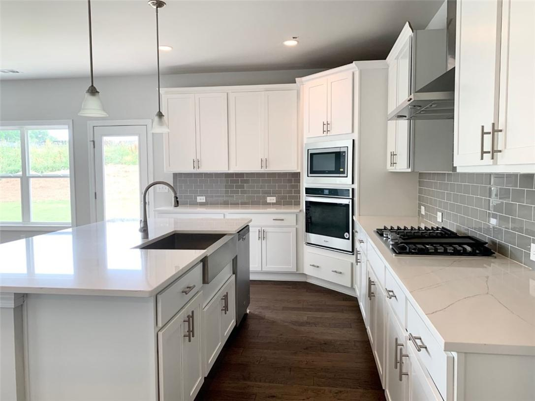 Gourmet kitchen with upgraded cabinets and countertops