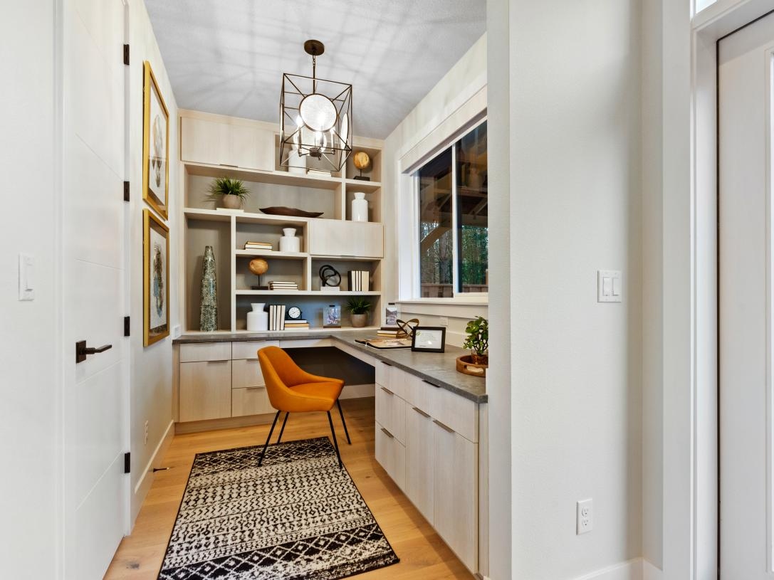Office or flex space off of the kitchen