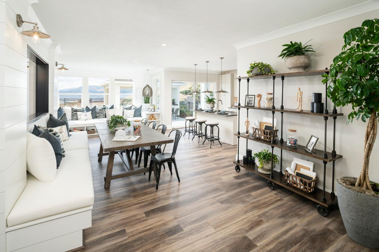 Casual dining areas adjacent to the kitchen for entertaining