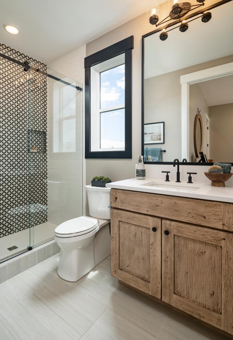 En-suite secondary bathroom for convenience