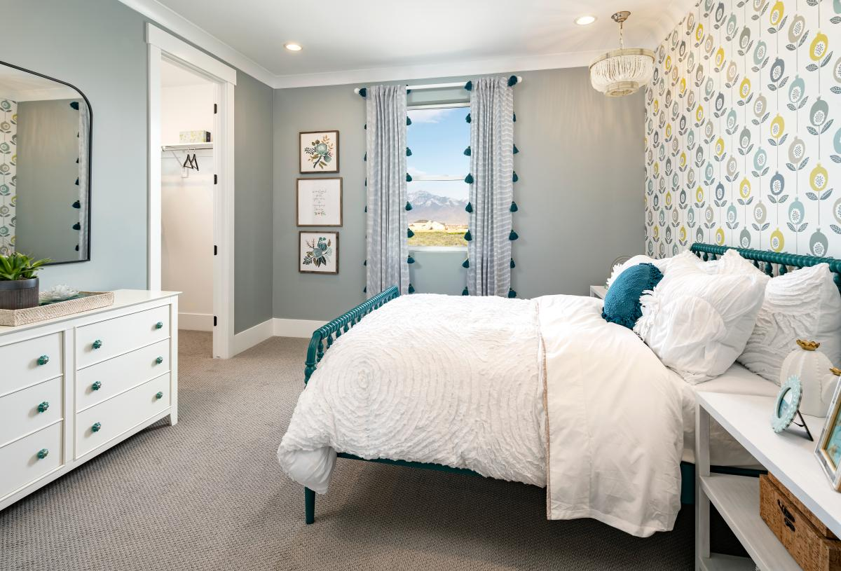 Spacious secondary bedroom with walk-in closet