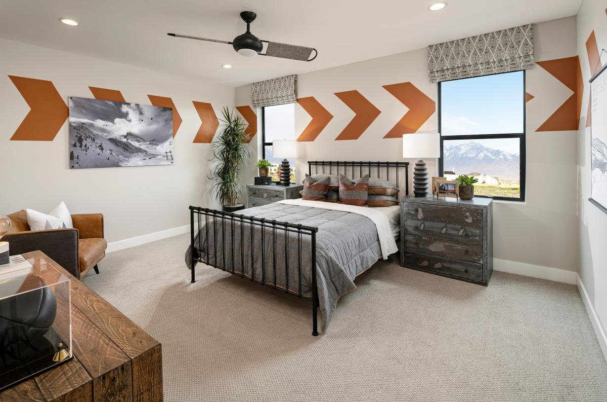 Large secondary bedroom with a seating area