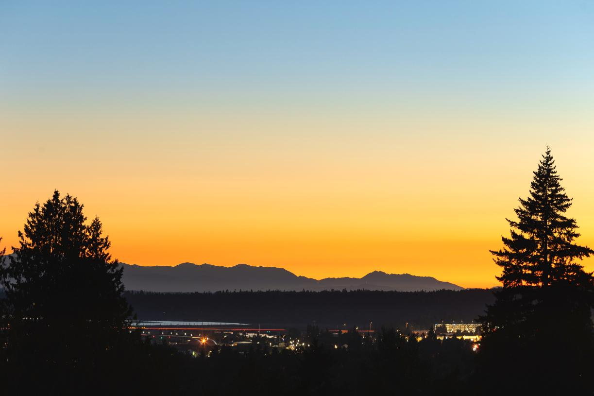 Stunning sunset views over the Olympic Mountains from Harbor Vista