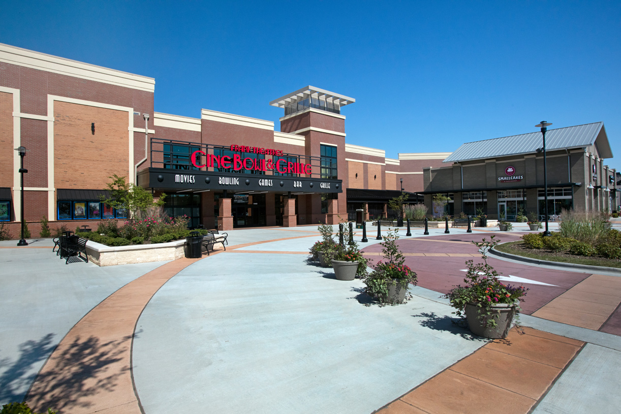Discover Beaver Creek Commons and nearby shopping centers