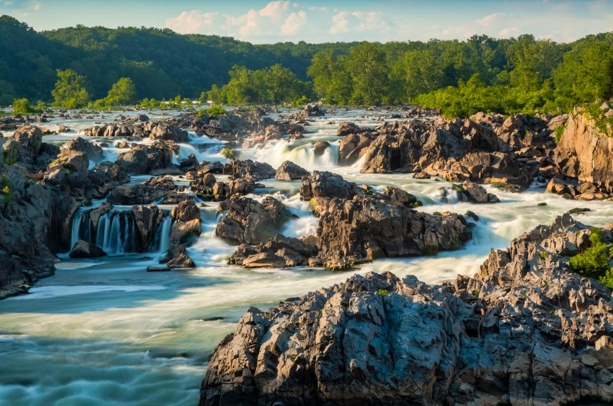 Walk to Great Falls Village and bountiful recreation opportunities of Great Falls National Park