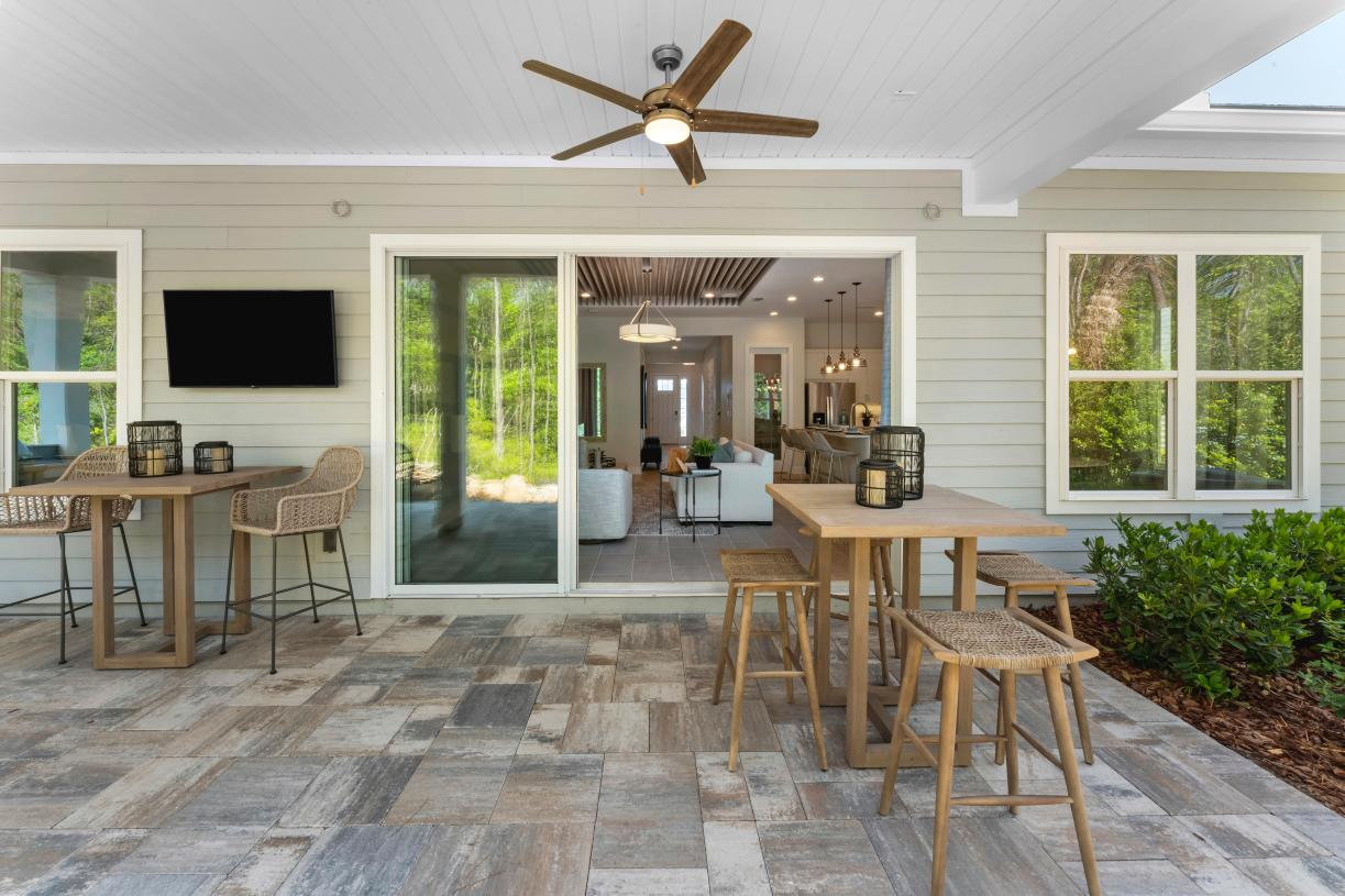 Bring the outdoors in with covered lanai space