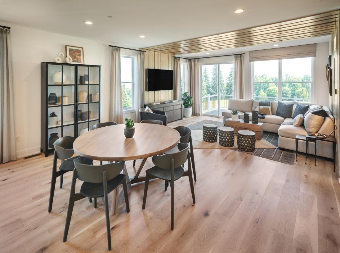 Nolan Elite casual dining area and great room