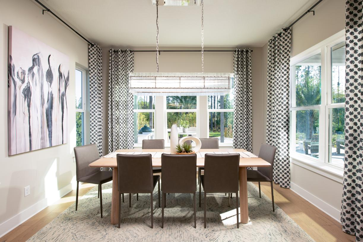 Casual dining with abundant natural light