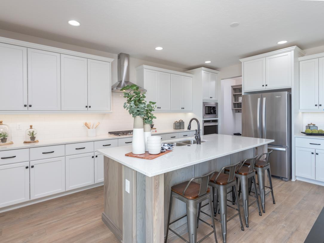 Large kitchen islands and stainless steel appliances