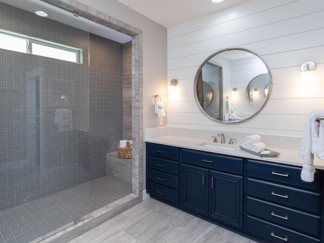Full tiles walk-in showers at primary bathrooms