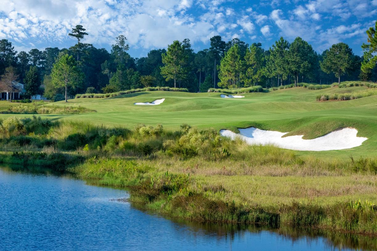 Riverton Pointe features an 18-hole Nicklaus design golf course