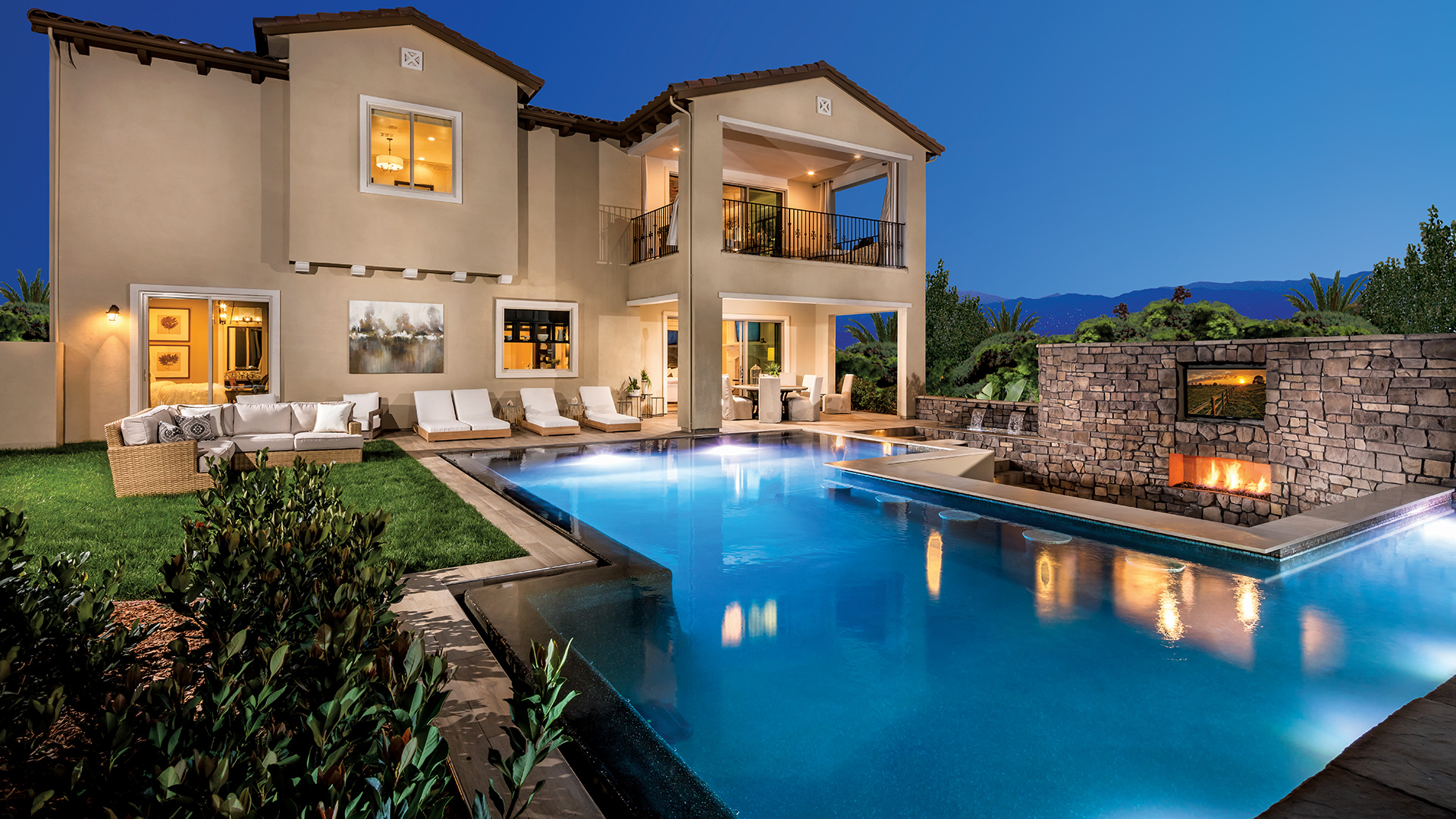 Located in picturesque El Dorado Hills, Pinnacle at Serrano offers luxurious country club living
