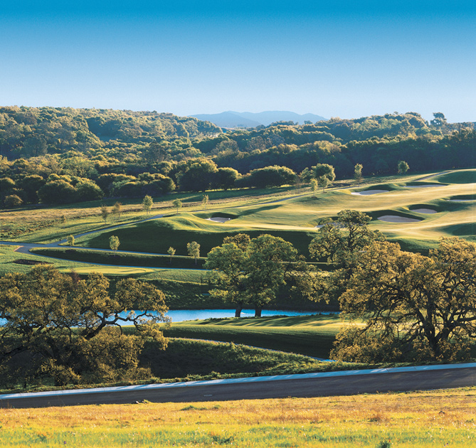 Located in picturesque El Dorado Hills, Pinnacle at Serrano offers luxurious country club living. Photo courtesy of Serrano Associates.